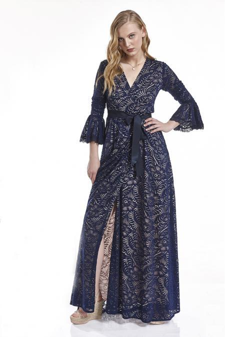 e1824aa91f39 Φόρεμα δαντέλα κρουαζέ με καμπάνα στα μανίκια